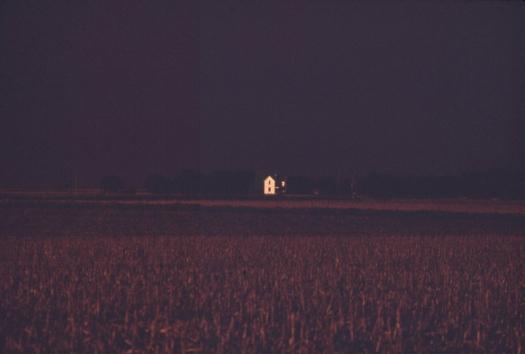 farmhouse-at-dusk